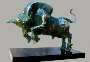 Bull | 26 X 20 X 12 Inches